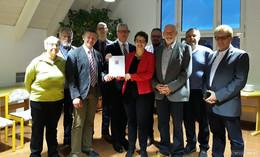 RP Klüber übergibt 50.000 Euro für interkommunale Zusammenarbeit