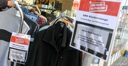 Warme Kleidung für eisige Nächte - Kleiderstange für Bedürftige