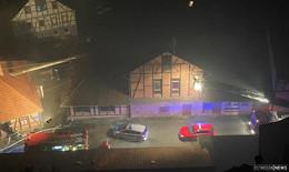 Feuerwerkskörper landet in alter Brauerei - Stoffe in Brand geraten
