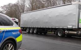 Autobahnpolizei stoppt Sattelzug auf A5: Mit gefährlicher Überbreite unterwegs
