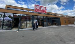 Modern, groß, nachhaltig: der neue Rewe-Markt mit Green-Building-Konzept