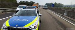 Geisterfahrerin reagiert nicht auf Polizei: Zusammenstoß auf der Autobahn!