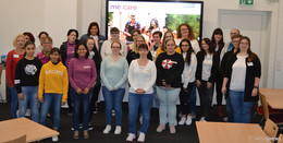 24 Schülerinnen und Schüler starten in die Altenpflege-Ausbildung