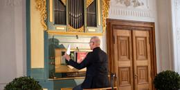 Balsam für die Seele: Erbauliches Minikonzert an der barocken Buseck-Orgel