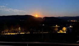 Pinker Supermond über Osthessen - Faszinierendes Naturschauspiel