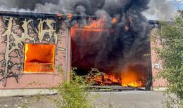 Feuerwehr Fulda kämpft stundenlang gegen Flammen-Meer
