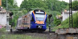 Lebensgefährliche Abkürzung: Gleisquerer zwingt Bahn zur Schnellbremsung
