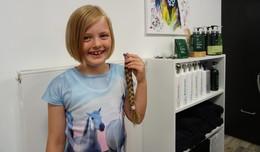 Stolze 28 Zentimeter: Elisabeth spendet ihre Haare für Deutsche Krebshilfe