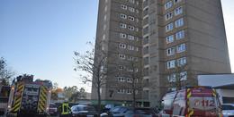 Feuer in Aschenberg-Hochhaus - Rauch aus Wohnung im 13. Stock