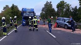 Schwerer Verkehrsunfall auf der B 62: Auto prallt frontal gegen Lastwagen