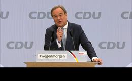 Hessens Ministerpräsident Volker Bouffier gratuliert Armin Laschet zur Wahl