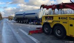Lastwagen stand nach Unfall quer auf der A 66