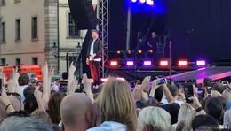 Musikstar Mark Forster rockt auf dem ausverkauften Uni-Platz