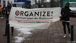 Freispruch trotz Polizistenbeleidigung - Demonstration vor dem Amtsgericht