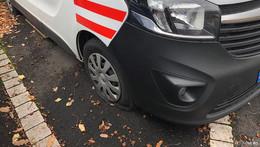 Reifen von 25 Autos zerstochen - Opfer sind fassungslos: Alles wegen Corona?