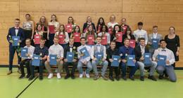 Bardoschule verabschiedet Abschlussklassen: Weg in eine erfolgreiche Zukunft