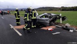 Schwerer Crash bei Baumbach: Audi in zwei Teile gerissen