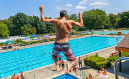 Nach acht Monaten Pause: Der größte Pool der Stadt öffnet wieder