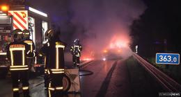 Audi auf A 7 ausgebrannt: Ersthelfer verletzt sich bei der Rettung