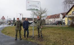 Wildflecken und die Bundeswehr gehören zusammen - Neue Ortsschilder