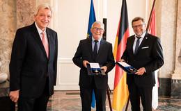 Hessischer Verdienstorden an Dr. Eberhard Fennel und Berthold Jost