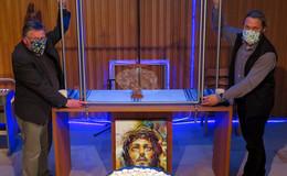 Gefängnis-Flügelaltaraufsatz: himmlisches künstlerisches Highlight