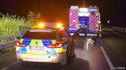 Lastwagen schleudern in Leitplanken: Zu schnell auf regennasser A 4