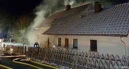Haus vernebelt, Türen verschlossen, Opfer versteckt: Übung der Feuerwehren