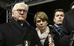 Bundespräsident Steinmeier und Kanzlerin Merkel kommen zum Trauerakt