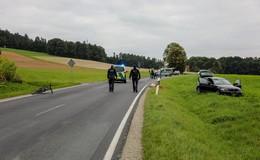 Auf der L3258: Radfahrer kollidiert mit Pkw - lebensbedrohlich verletzt!