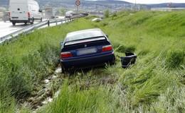 Autobahnfahrt endet im Graben: BMW kommt von der A 4 ab