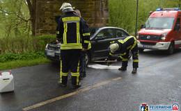Feuerwehr alarmiert: Pkw verliert Motoröl durch technischen Defekt