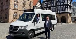 Strahlendes Weiß statt knalliges Rot: Neuer Stadtbus im Einsatz