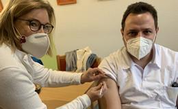 Corona-Pandemie: Über 1.000 Menschen haben erste Impfdosis bekommen