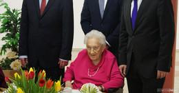 Gratulation von Stadtoberhaupt und Caritas-Direktor zum 107. Geburtstag