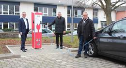 Elektro-Mobilität vorantreiben: Zwei neue öffentliche Ladesäulen