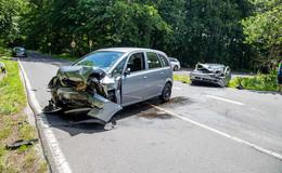 Frontalcrash auf der L 3258: Zwei 18-jährige Fahrer schwer verletzt