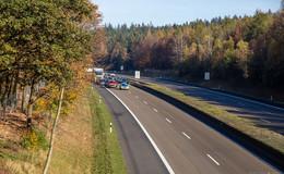 Sattelzug beschossen, Fahrer schwer verletzt -  A 7 für Spurensuche gesperrt