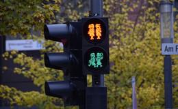 Die Brüder Grimm regeln nun den Fußgängerverkehr am Forum