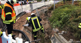 Bauarbeiter in Grube eingeklemmt: Einsatz für die Feuerwehr