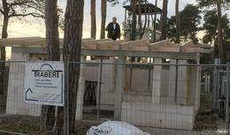 Erste Etappe geschafft: Richtfest für das neue Kassenhaus im US-Camp