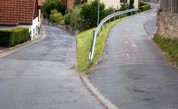 Tödlicher Unfall in Künzell: Mercedes-Fahrerin (79) überrollt ihre Freundin (86)