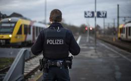Gefährliches Verhalten: Maiwanderer zwingen Güterzug zur Schnellbremsung