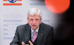Neue Hessen-Pläne - Ministerpräsident Bouffier: Kontaktverbot kommt!