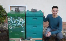 Elias Gottschalk, seine vier Bienenvölker und der Bergmähwiesenhonig