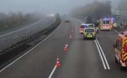 Lkw-Fahrer leblos am Steuer gefunden - Auto überschlägt sich auf A5