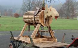 Neujahrsesel auf Rädern - Tradition wird in Döngesmühle großgeschrieben