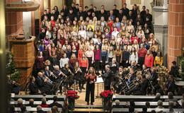 Musikalische Vesper zum Advent: Chor und Blechbläser beflügeln Publikum