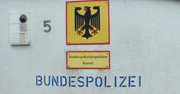 Süßwarenautomat im Bahnhof Hünfeld beschädigt