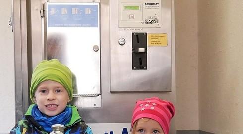 Rund um die Uhr frische Milch - Biobetrieb Müller hat einen Milchautomaten